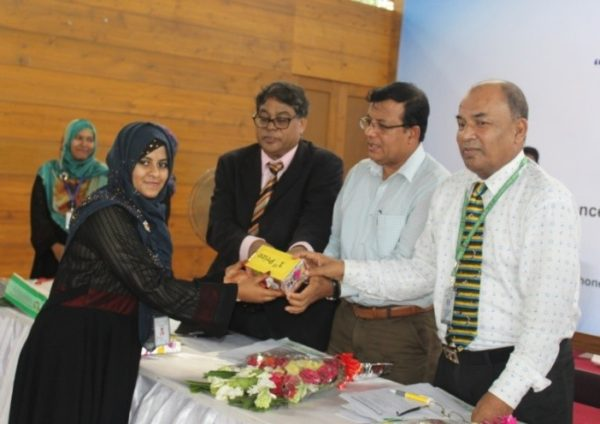 Chief Guest handed over the Prize among the winner